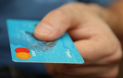 革蛸はカードを割っちゃうぜ