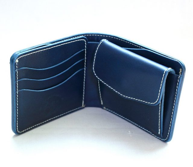 革蛸の青い二つ折り財布月夜