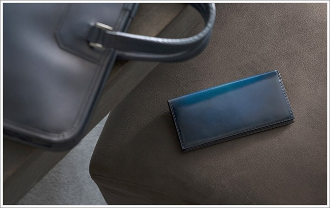 YUHAKUの青い長財布