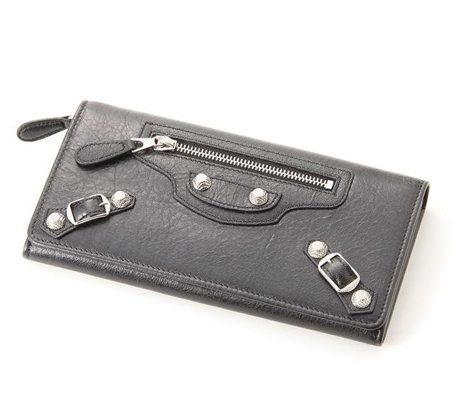 「バレンシアガの財布」印象的なフロントジッパーデザインでキメる!