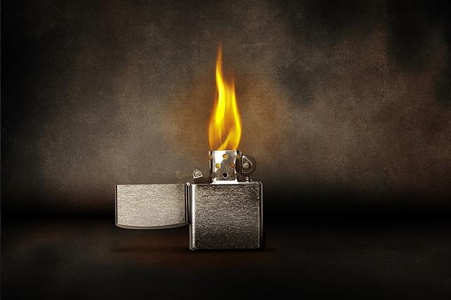 合皮を燃やすとビニールが焦げるような臭いがします