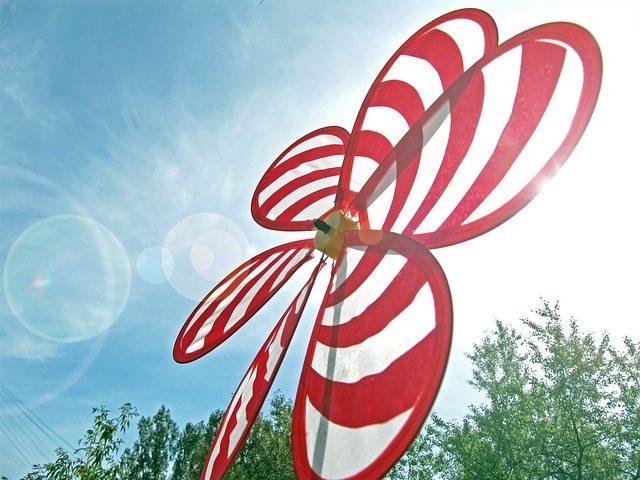 薄い財布を連想させる羽の薄い風車