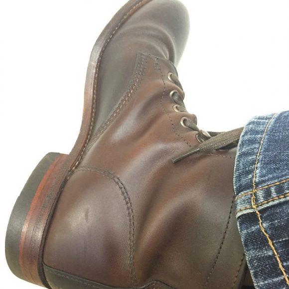 履き古されたウルヴァリンのブーツ