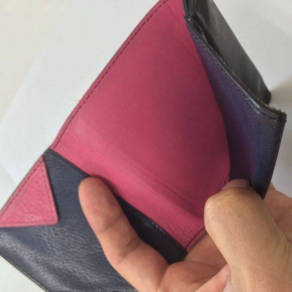 薄い財布のお札入れの中