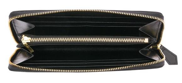 ココマイスターのクリスペルカーフシリーズのカシウスウォレットの内装