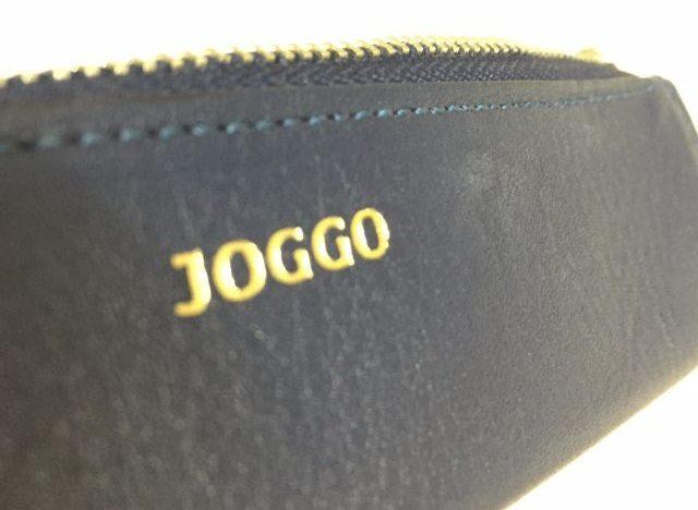 JOGGOの革のペンケースのロゴ
