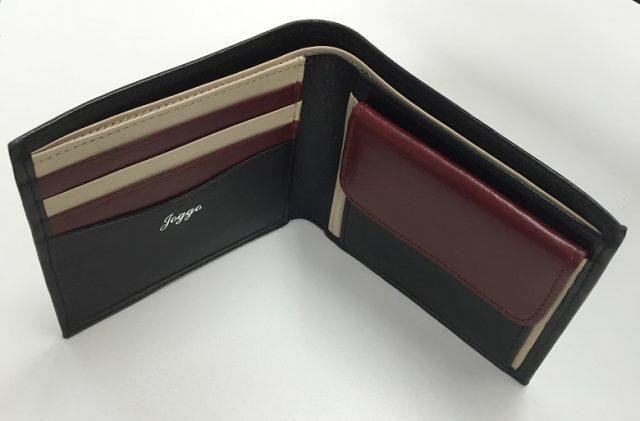 JOGGOの二つ折り財布を上から覗いたところ