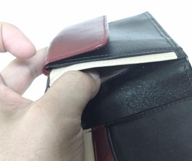 JOGGOの二つ折り財布の小銭入れの後ろのポケットその2