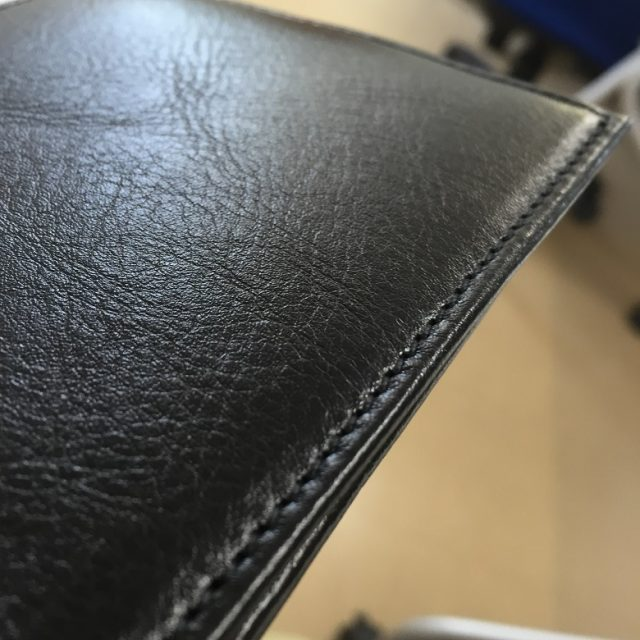 JOGGOの二つ折り財布の縫い目