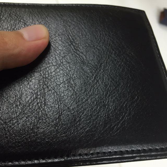 JOGGOの二つ折り財布の革質
