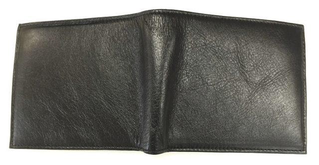JOGGOの二つ折り財布を広げて置いているところ