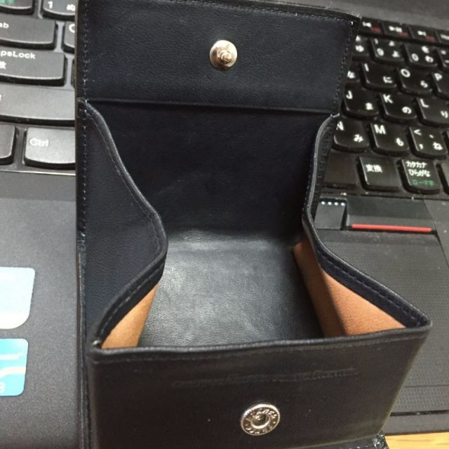 コードバンのBOX型小銭入れを洗濯したあとに乾いたところ