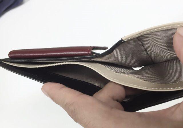JOGGOの二つ折り財布の札入れは2ヶ所あるよ