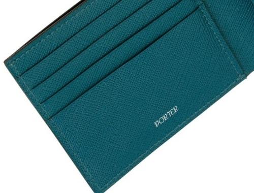 ポーターのグルーシリーズの二つ折り財布の半分