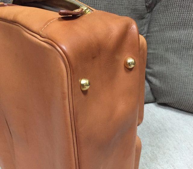 ヌメ革のバッグにシュプリームクリームデラックスを塗ったところ