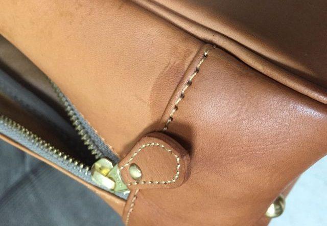 ヌメ革のバッグにクリームを塗布していたらはみ出した