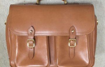 シュプリームクリームで手入れ後のヌメ革のバッグ