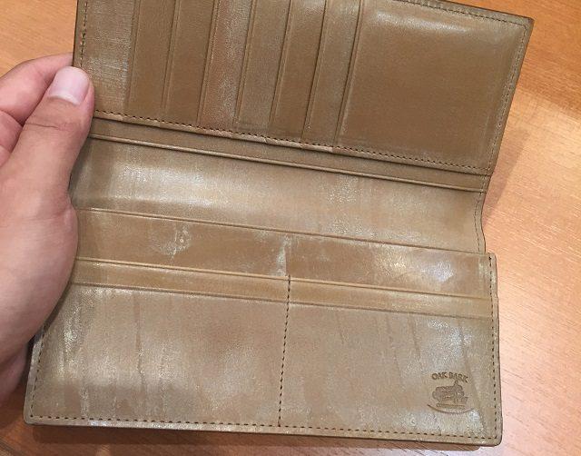 ココマイスターのオークバーク長財布の内装