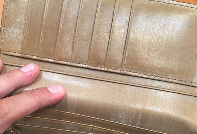 ココマイスターのオークバークシリーズ革質がよく見える長財布の内装