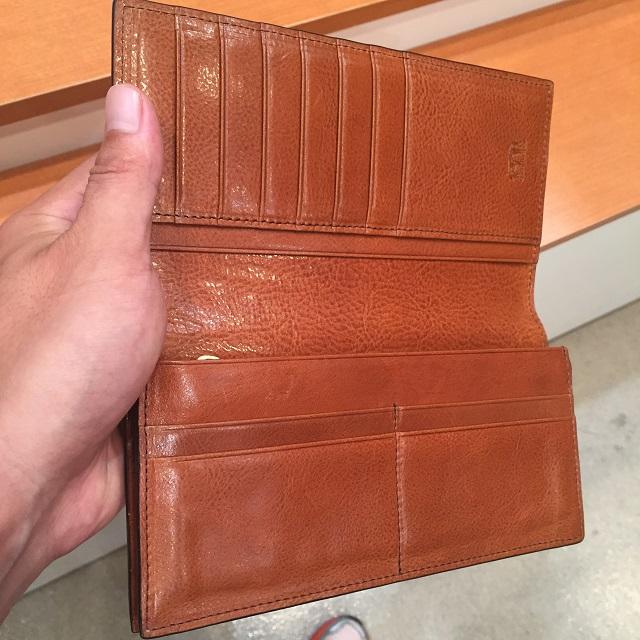 ココマイスターのロンドンブライドル長財布の1年エイジングした内装