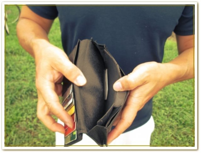 お金に困っている長財布派の人に使って欲しい二つ折り財布