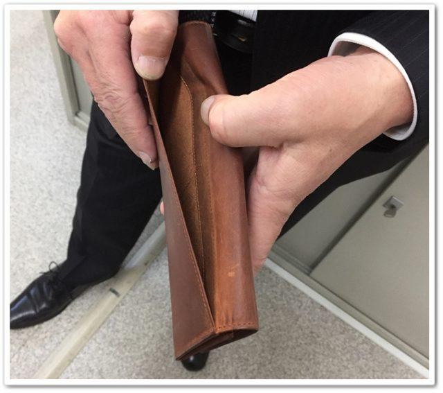 ココマイスターナポレオンカーフシリーズのアレッジドウォレットの背面ポケット