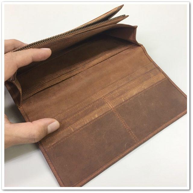 ココマイスターのカード入れがよく見える角度