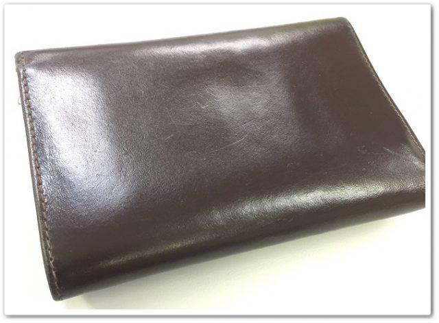 手入れをしたWhitehouse Coxの三つ折り財布の裏側