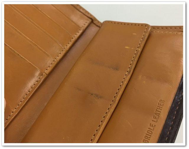 Whitehouse Coxのブライドルレザーの三つ折り財布の内装