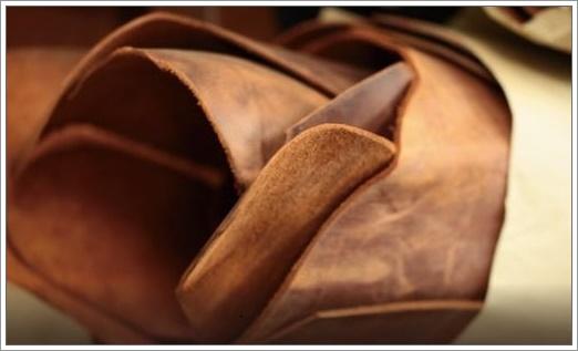 ナポレオンカーフシリーズに使われているオイルドヌバック