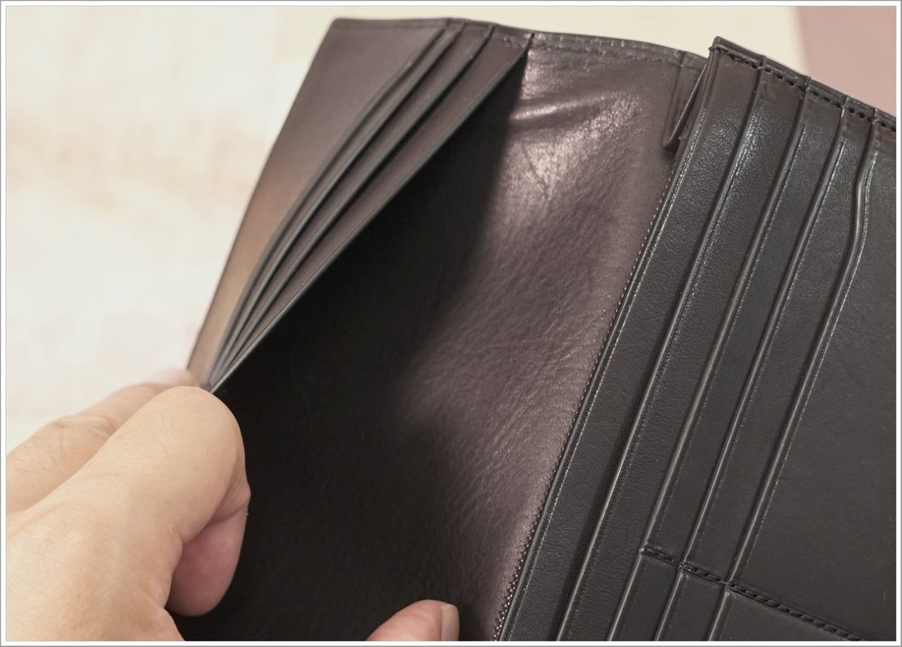 アドバンレザー長財布のフリーポケット2