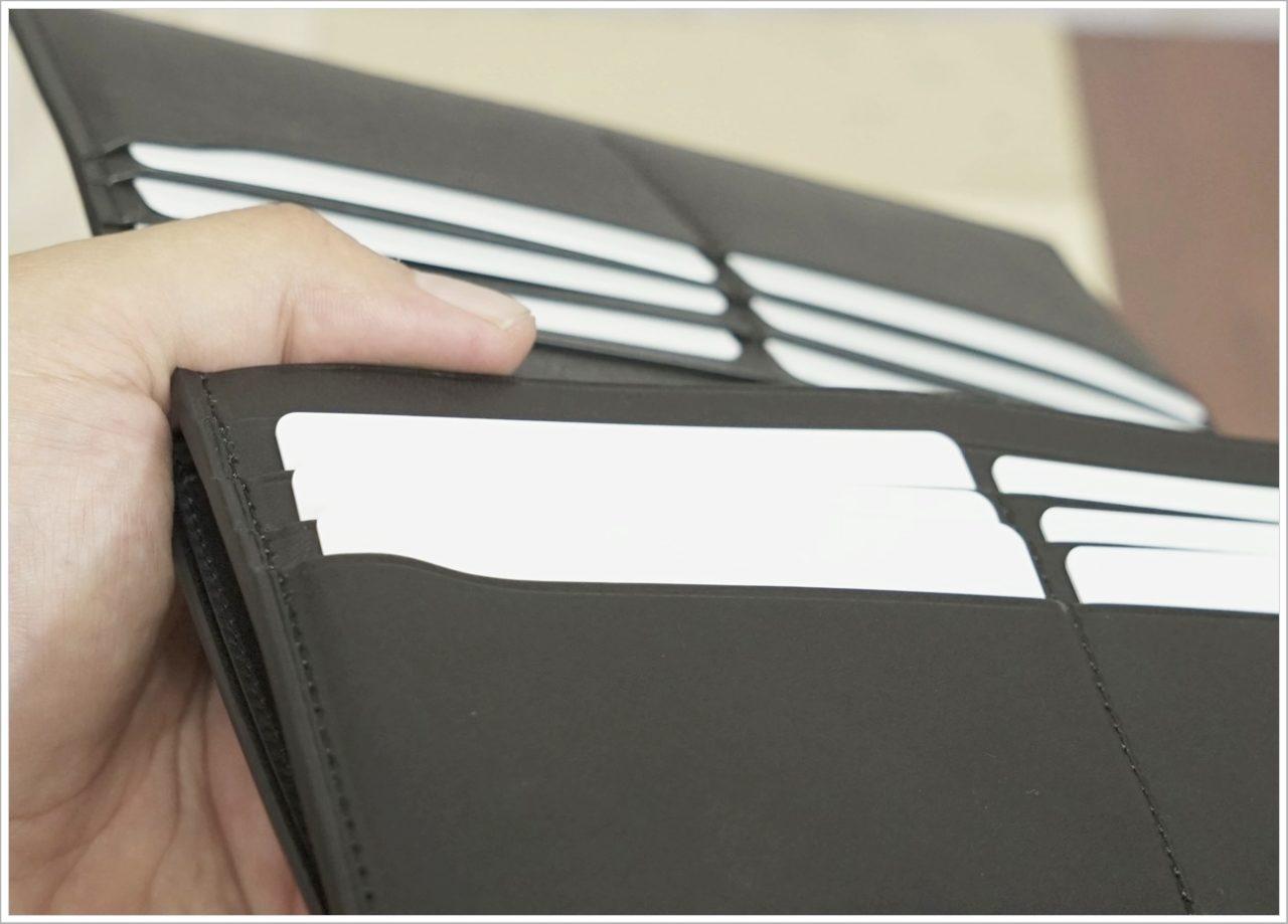 アドバンレザー長財布のカード入れを横から見たところ