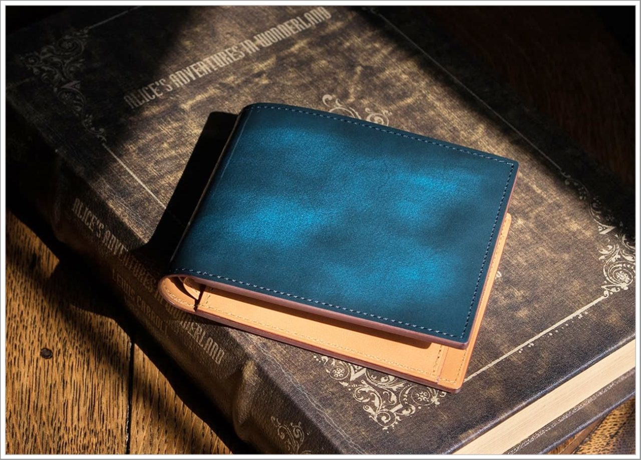 FESON7 の青いアドバンレザー二つ折り財布