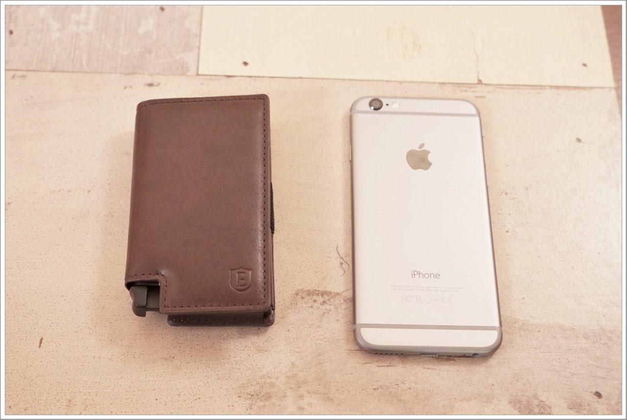 エクスターウォレットのパーラメントウォレットをiPhoneと比較
