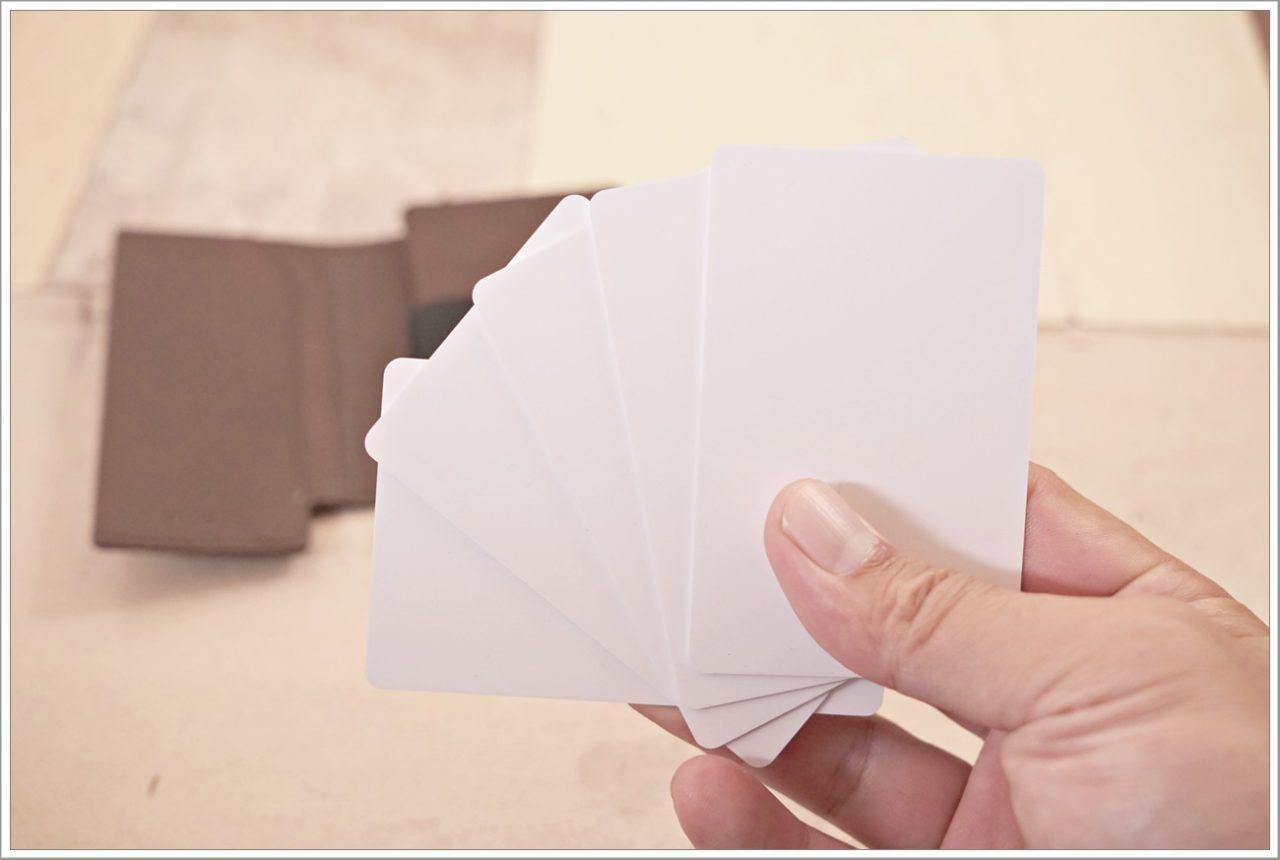 エクスターウォレットのパーラメントウォレットにカードを入れる