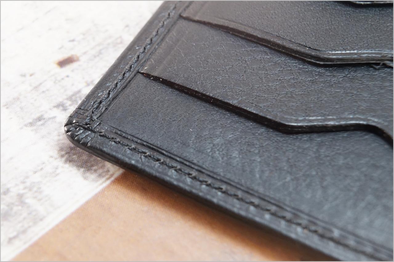 ディアレスト長財布のカブセ束入れN01のヘリ返し