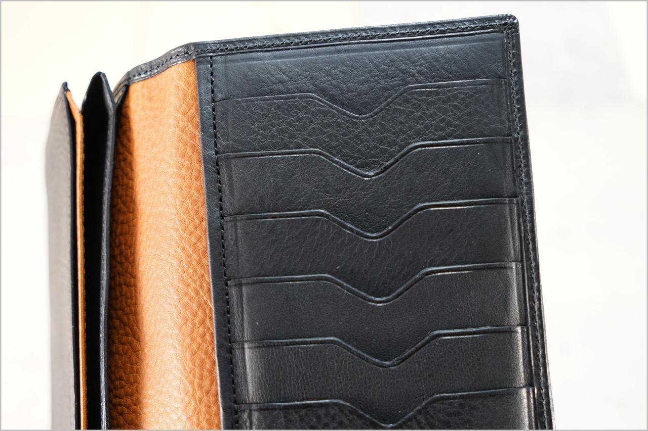 ディアレスト長財布のカブセ束入れN01のカード入れ